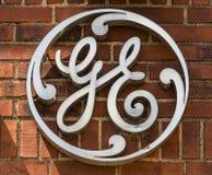 Ft 韦恩-大约2017年8月:通用电器公司工厂商标 GE分裂包括航空、能量、医疗保健和照明设备XIV 免版税图库摄影