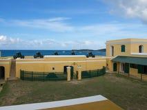 Ft Christiansted borggård med kanoner på Front Wall Arkivbilder