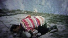 FT LAUDERDALE, ΗΠΑ - 1957: Εγγενής αλλιγάτορας πάλης ατόμων για τους τουρίστες ως τέχνασμα ισχυρών ανδρών φιλμ μικρού μήκους