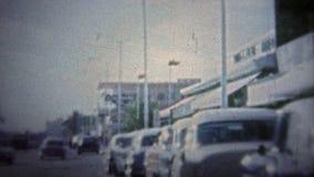 FT LAUDERDALE, ΗΠΑ - 1957: Ταξίδι κεντρικών δρόμων μέσω της μικρής πόλης δεδομένου ότι άρχισε να δοκιμάζει την προαστιακή κατάκλι απόθεμα βίντεο