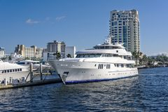 Ft. Lauderdale Intercoastal Waterway. Ft Lauderdale`s intercoastal waterway with yachts and high cost real estate stock photos