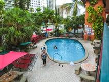 Ft Lauderdale, USA - 12. Mai 2018: Ft Lauderdale-Strandurlaubsorthotel und -reihen stockfotos