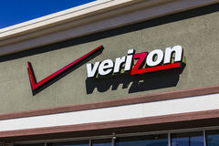 FT Wayne - το Σεπτέμβριο του 2016 Circa: Λιανική θέση της Verizon Wireless Το Verizon είναι μια από τις μεγαλύτερες επιχειρήσεις  Στοκ Εικόνες