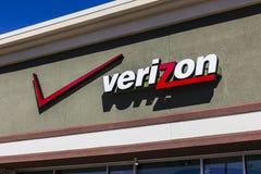 Ft Wayne - cerca do setembro de 2016: Lugar do retalho de Verizon Wireless Verizon é uma das empresas as maiores da tecnologia X Imagens de Stock