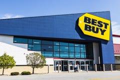 Ft Wayne - circa agosto 2017: Posizione di vendita al dettaglio di Best Buy Best Buy vende una grande matrice di elettronica V di immagine stock libera da diritti