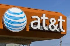 Ft Wayne - Circa Augusti 2017: Detaljist för AT&T rörlighetsradio AT&T erbjuder nu IPTV, VoIP, mobiltelefoner och DirecTV XVIII Arkivbild