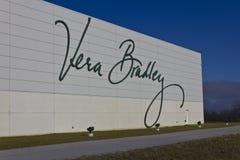 Ft Wayne IN - Circa December 2015: Vera Bradley World Headquarters Fotografering för Bildbyråer