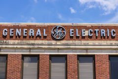 Ft Wayne - circa im August 2017: General Electric-Fabrik-Logo GE-Abteilungen umfassen Luftfahrt, Energie, Gesundheitswesen und Be lizenzfreies stockfoto