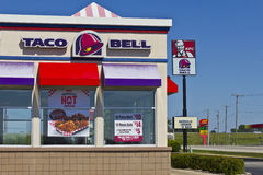 Ft Wayne, IN- circa im Juli 2016: Kombination Taco Bell und Kentucky Fried Chicken Location I Lizenzfreie Stockfotografie