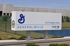 Ft Wayne IN - Circa Juli 2016: General Mills Distribution Center Operated vid Exel, Inc I Arkivfoto