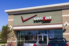 Ft Wayne - Circa September 2016: Verizon Wireless detaljhandelläge Verizon är ett av de största teknologiföretagen XI Royaltyfria Foton