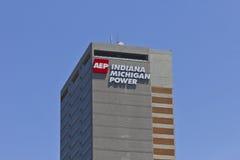 Ft Wayne, DENTRO - cerca do julho de 2016: Indiana Michigan Power Center, matrizes de Indiana Michigan Power, uma divisão de AEP  Fotografia de Stock