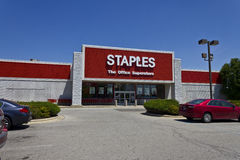 Ft Wayne, DENTRO - cerca do julho de 2016: Staples Inc Lugar varejo Staples é uma grande corrente de material de escritório IV Imagem de Stock