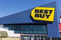 Ft Wayne - Około Sierpień 2017: Best Buy handlu detalicznego lokacja Best Buy sprzedaje wielkiego szyka nazw firmowych elektronik Zdjęcia Royalty Free