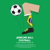 Fútbol o fútbol de la bola que hace juegos malabares Imágenes de archivo libres de regalías