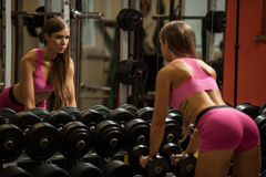 Ftiness woekout - Popular beautiful aoung woman workout in fitne Royalty Free Stock Photos