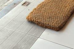 Fuß-Abwischen gemacht von der Coir, mit Kopie Raum für die Mitteilung Lizenzfreie Stockbilder