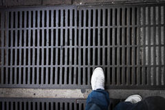 Fuß auf Abfluss Stockfotos