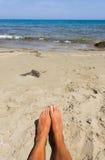 Fuß auf dem Strand Stockbild