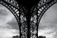 Fuß der Eiffelturm ongrey Wolke Stockbild