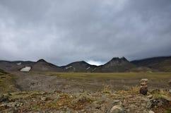 Am Fuß des Vulkans lizenzfreie stockfotografie