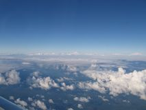 30.000 Fuß Flugzeugjet bewölkt Aussichtskurve der Erde stockfotografie