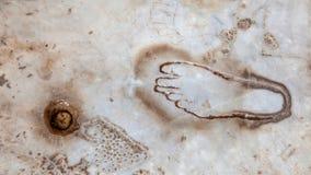 Fuß geschnitzt auf Marmor Stockfoto