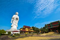 100 Fuß hohe Statue von einem stehenden Buddha an Tempel Bachok Kelantan Malaysia Phothikyan Phutthaktham Foto wurde 10 /2/2018 g Stockfotografie