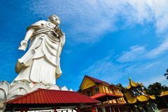 100 Fuß hohe Statue von einem stehenden Buddha an Tempel Bachok Kelantan Malaysia Phothikyan Phutthaktham Foto wurde 10 /2/2018 g Lizenzfreies Stockfoto