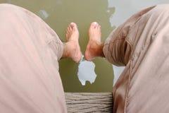 Fuß im Wasser Lizenzfreie Stockfotos
