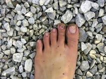 Fuß mit Sand und Stein Stockfotografie