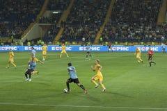 Fußbalabgleichung Ukraine gegen Uruguay stockbild
