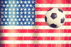 Fußball auf Amerika-Flaggenhintergrund Stockfoto
