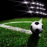 Fußball auf dem Feld Stockfoto