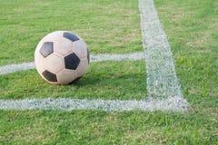 Fußball auf der Ecke Lizenzfreies Stockbild