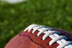 Fußball auf Feld Lizenzfreies Stockbild