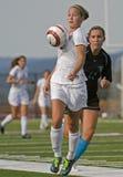 Fußball der Mädchen-HS stockbilder