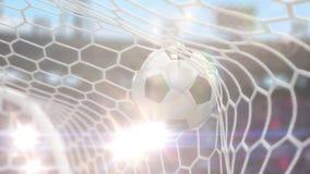 Fußball fliegt in das Ziel mit Kamera-Blitzen stock footage