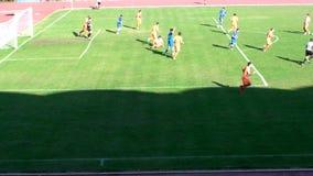 Fußball-Fußballspiel-Beginnen stock footage