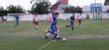 Fußball. Heftiger Kampf Stockfotografie