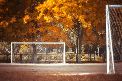 Fußball im Fall Stockbilder