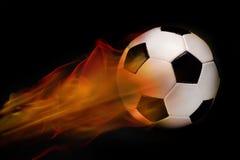 Fußball-Kugel auf Feuer Stockfoto