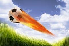 Fußball-Kugel auf Feuer Lizenzfreie Stockbilder