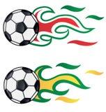 Fußball mit Flagge Brasilien und Italien Stockbilder