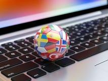 Fußball mit Flaggenikonen aus den Europa-Ländern Stockfotografie