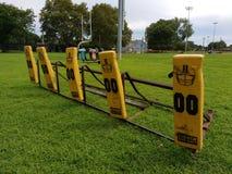 Fußball-Praxis, die Schlitten blockiert Stockbild
