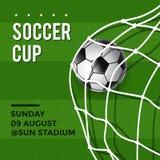 Fußball-Schalen-Plakat-Design mit Fußball im grünen Fußballplatz Stockfotografie