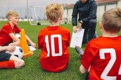 Fu?ball-Spiel-Tagesmanagement Trainer-Coaching Youth Soccer-Team stockbild