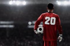 Fußball-Torhüter, der Fußball hält lizenzfreies stockfoto