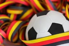 Fußball und Ausläufer Lizenzfreie Stockbilder
